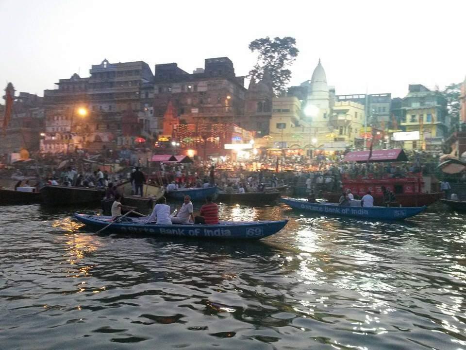 Private Tour Morning Boat Ride  Ganges River - Varanasi / Uttar Pradesh