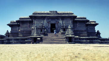 Private Tour Visit to Hassan via Shravanabelagola Belur And Halebid WITH GUIDE