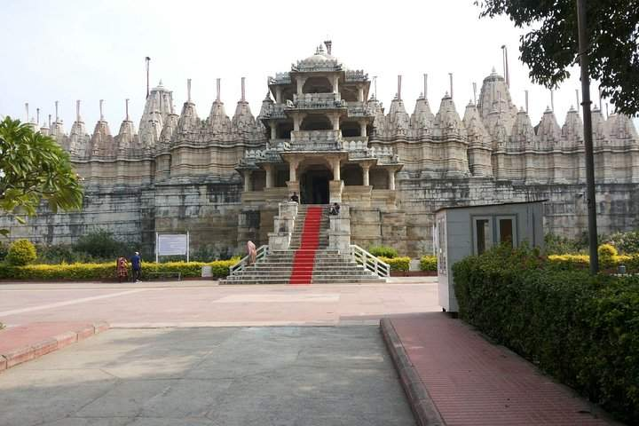 Private Transfer from Jodhpur to Udaipur with En-Route Tour of Ranakpur Jain Temple With Guide
