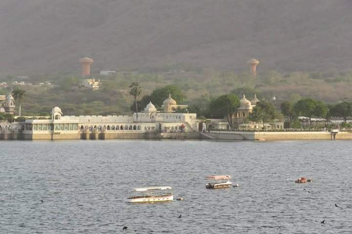 Private Tour: Udaipur City Tour with Boat Ride on Lake Pichola With Guide
