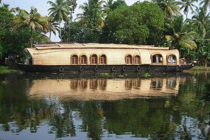 Shore Execursion Private Alleppy Backwater Houseboat Day Tour with Lunch from Cochin With Guide