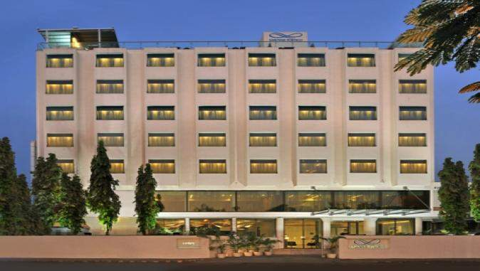 1387536342_Hotel%20Front.jpg