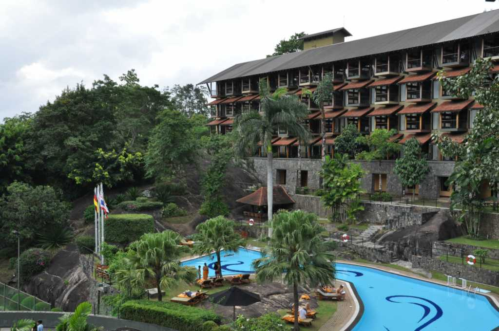 Earls Regent Hotel Kandy outer view.jpg