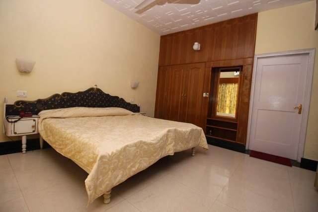 Hotel%20Jawalaji%20Jawalamukhi%20room2.jpg