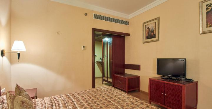 Hotel%20Kishna%20Palace%20Hospet%20(Room).jpg