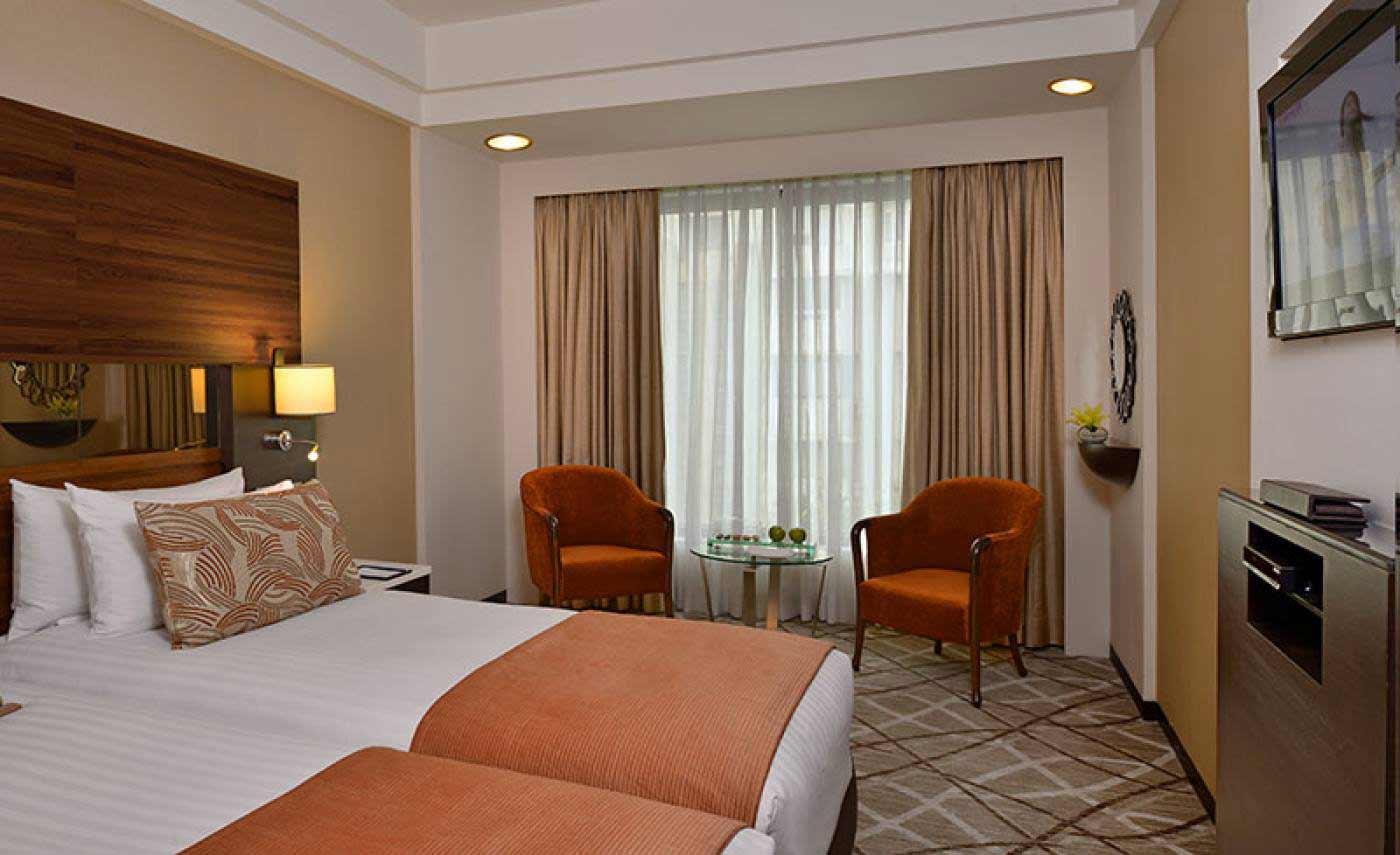 Hotel%20Marine%20Plaza%20Mumbai%20room1.jpg