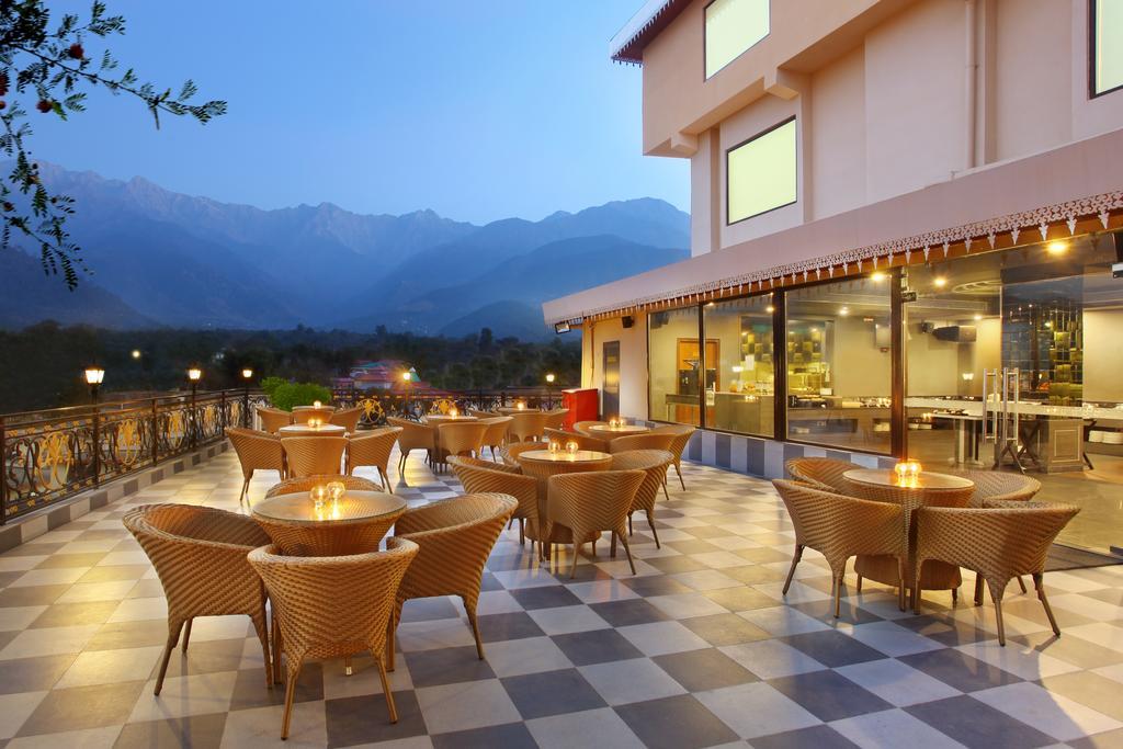Hotel%20RS%20Sarovar%20Portico%20%20(1).jpg