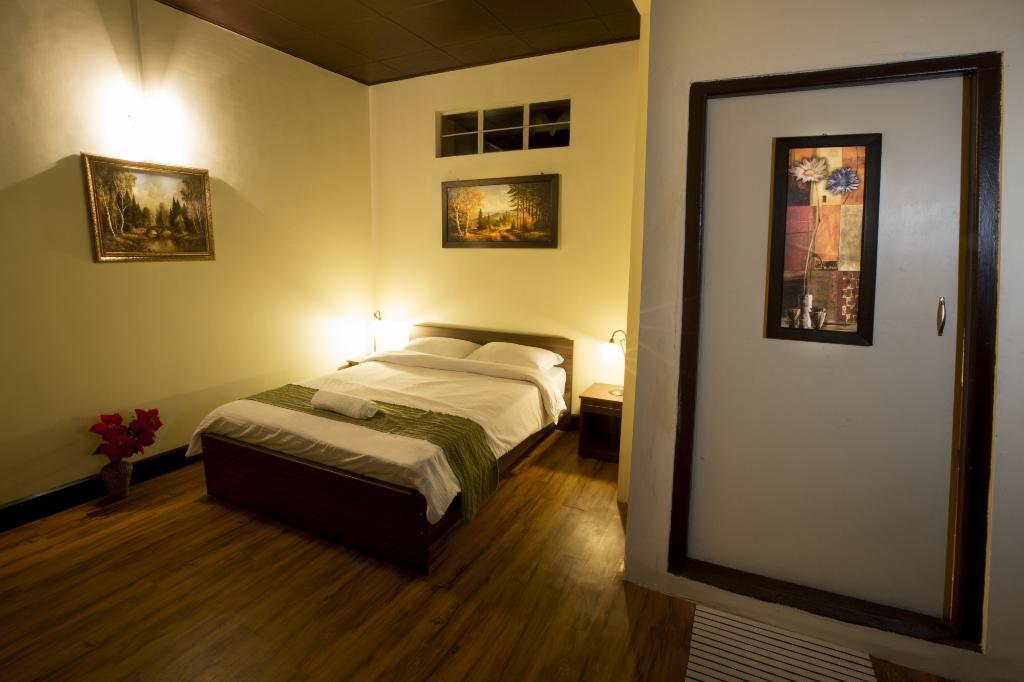 Hotel%20Room.jpg