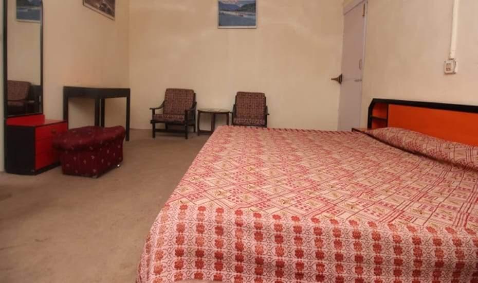 Hotel%20Ros%20Common%20Kasauli%20room2.jpg