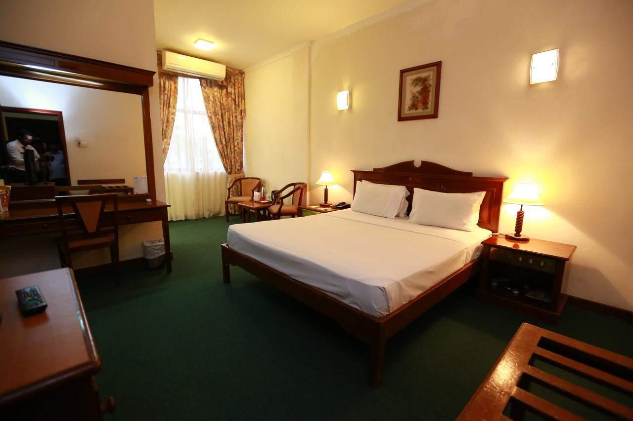 Hotel%20Sapphire%20Colombo%20room2.jpg