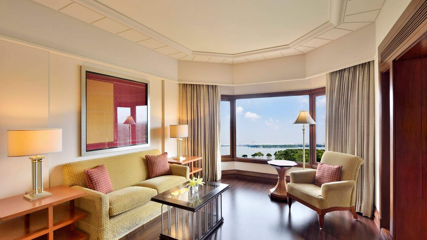 Hyderabad%20Marriott%20Hotel%20and%20Convention%20Centre%20deluxe%20suite68.jpg