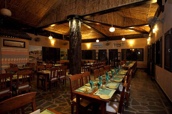 Jungle Villa Resort Chitwan dining2.jpg