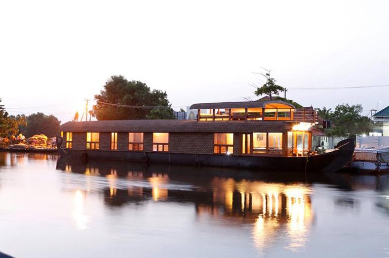 Lake%20roylehouseboat%204.jpg