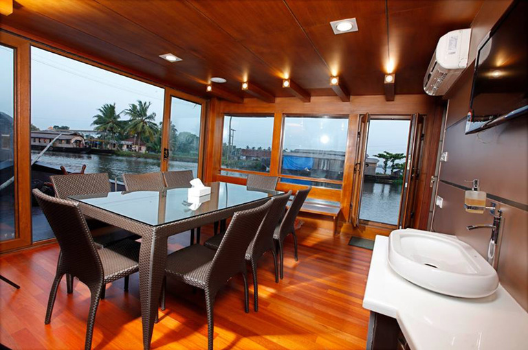 Lake%20roylehouseboat%209.jpg
