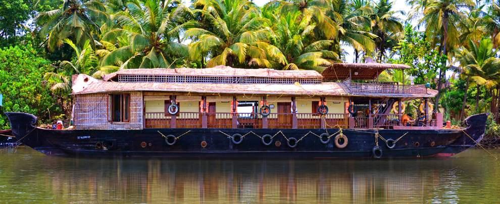 MTDC%20Tarkarli%20savitri-deluxe-house-boat.jpg