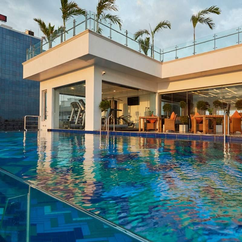Mandarina%20Colombo%20swimming%20pool.jpg