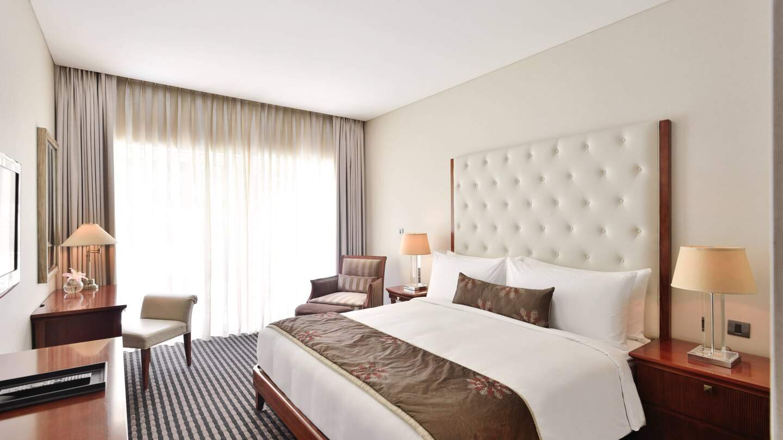 Marriott%20Suites%20Pune%20suite%20king%20bedroom.jpg
