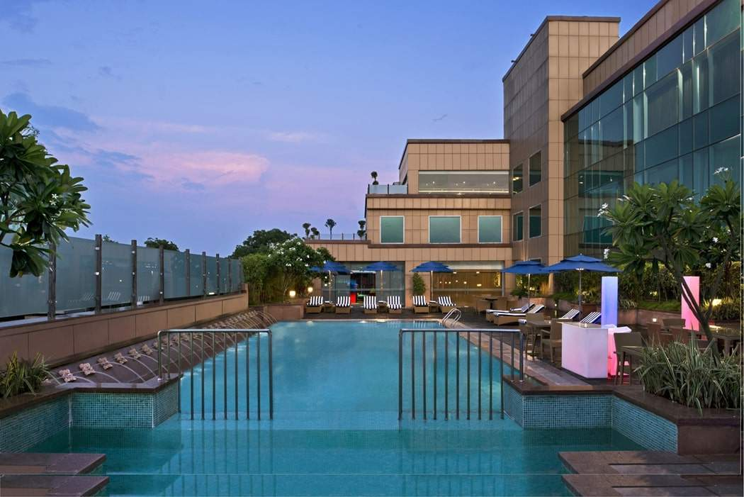 Taj Hotel and Convention Centre Agra swimming pool.jpg