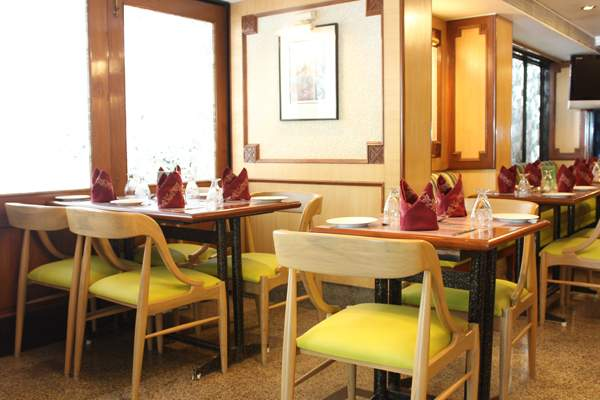 The%20Emerald%20Hotel%20And%20Service%20Apartments%20Juhu%20dining.jpg