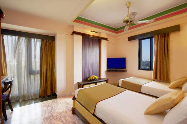 The%20Emerald%20Hotel%20And%20Service%20Apartments%20Juhu%20room.jpg