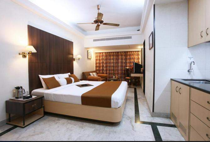 The%20Emerald%20Hotel%20And%20Service%20Apartments%20Juhu%20room1.jpg