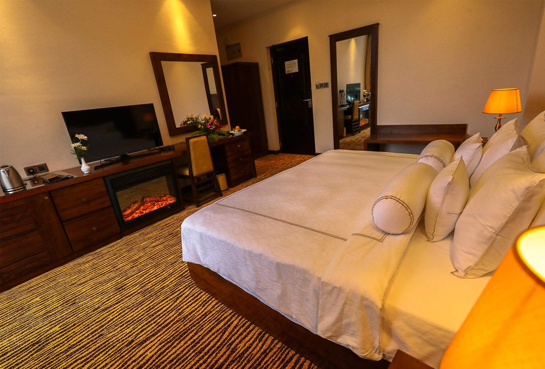 The Golden Ridge Hotel Nuwara Eliya room2.jpg