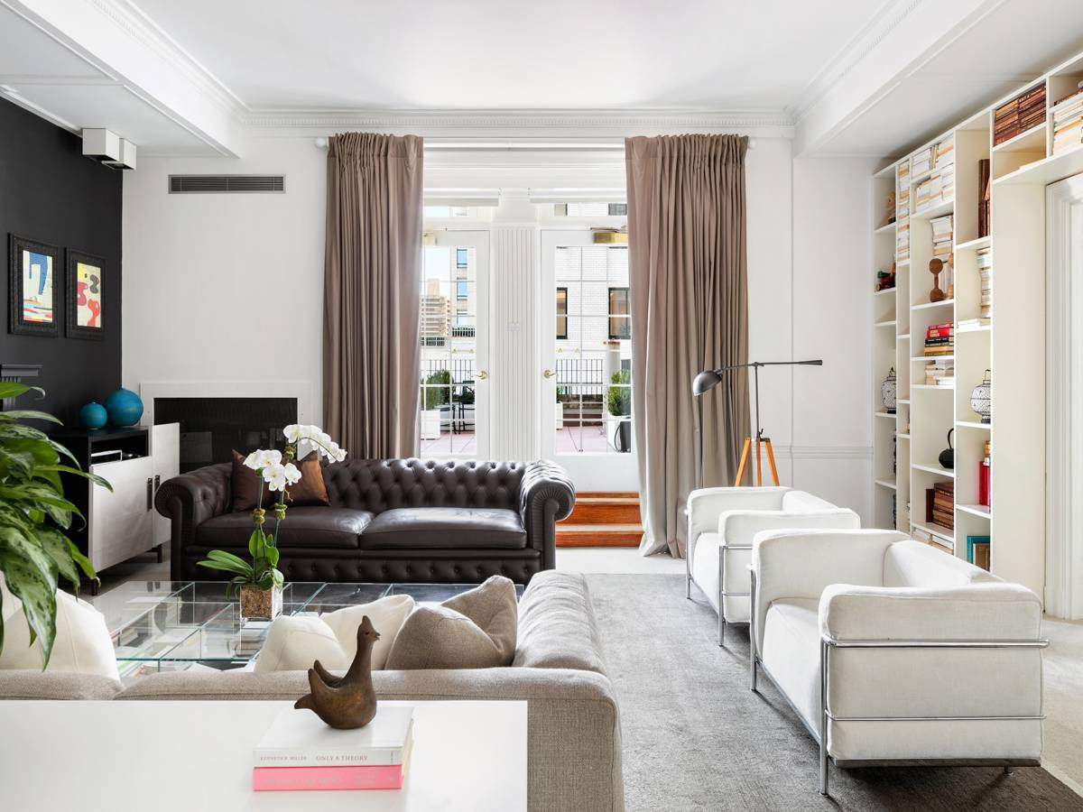The%20Pierre%20A%20Taj%20Hotel%20New%20York%20large_charles-pierre-suiteliving-room.jpg