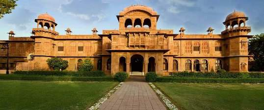Welcome%20to%20The%20Lallgarh%20Palace%20-%20A%20Heritage%20Hotel%20%20OUTER%20VIEW.jpg