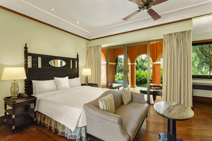 goilc-king-guestroom-4503-hor-clsc.jpg