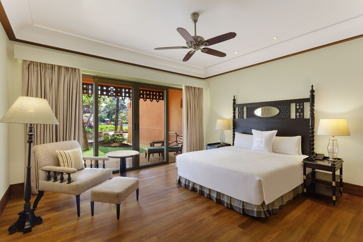 goilc-king-guestroom-4505-hor-clsc.jpg