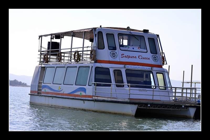 houseboat25.jpg