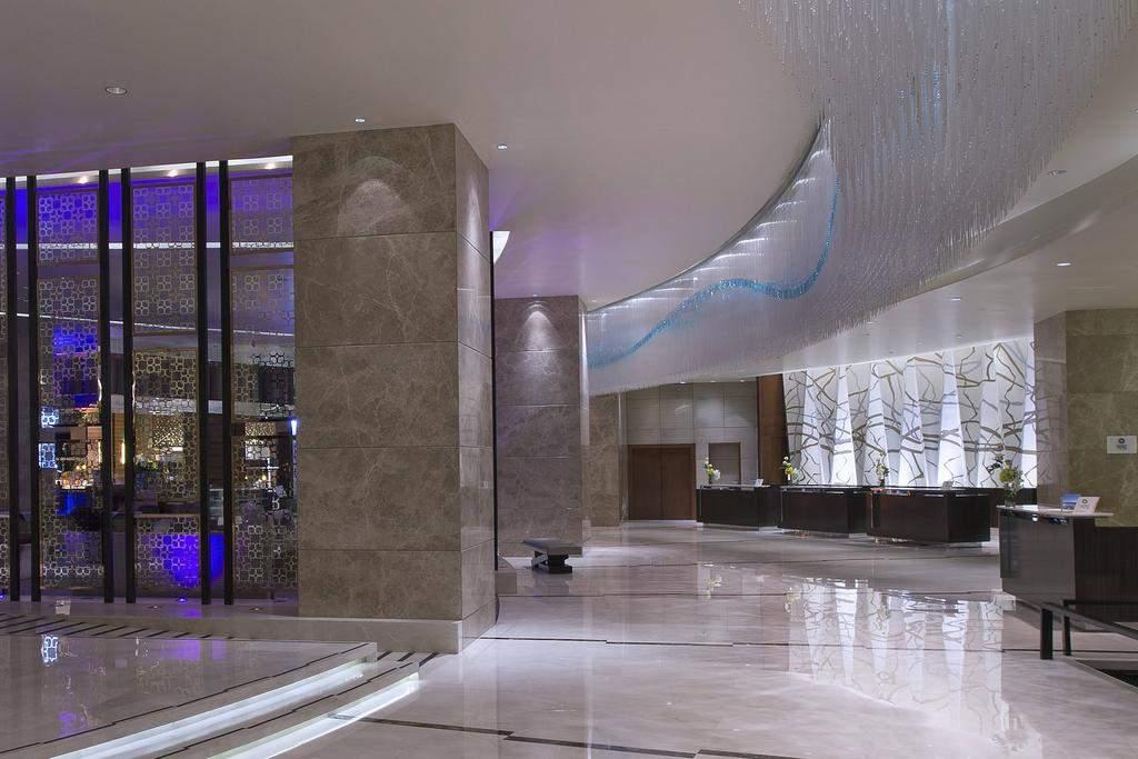 lobby94.jpg