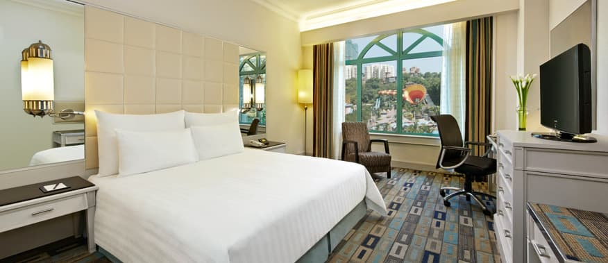 premier-park-view-king-size-bed-sunway-resort-hotel-spa.jpg