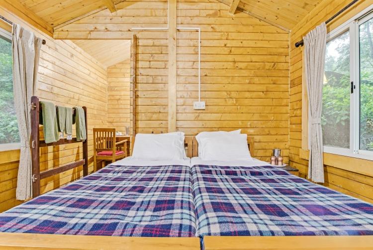 wooden-chalet-interior50.jpg